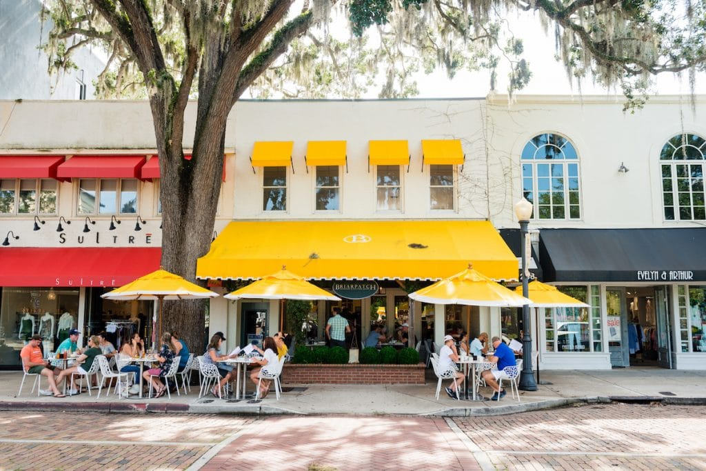 A photo of some storefronts on Park Avenue of Winter Park.